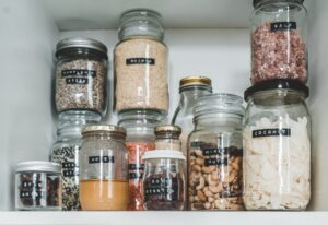 Packing kitchen supplies can be hard, but what about food? Here are some tips on how to do it systematically and get ready for the movers.