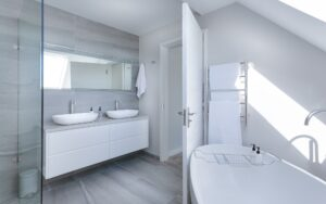 Packing a bathroom can be easy and systematic. Let's see how it can be done.