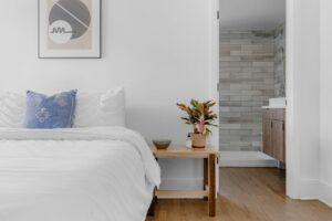 What are the things to pay attention to when packing your bedroom? Let's find out together.