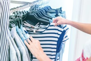 Packing hangers and hanging clothes can be the simplest thing to do. Here are some steps to make the process simple and easy.