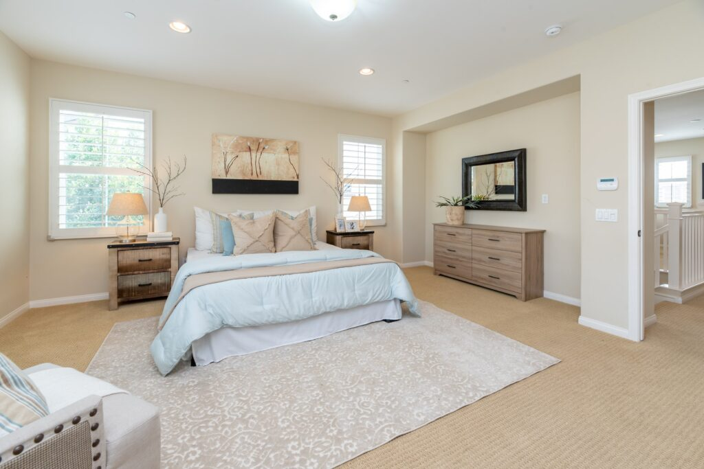 Need to pack up your whole house and get ready for relocating? Check out this complete, room-to-room guide.